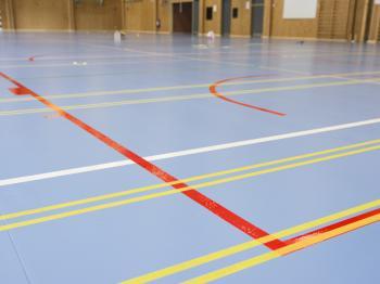 Presentationsbild för referensen Nytt golv Fjärhundraskolan sporthall